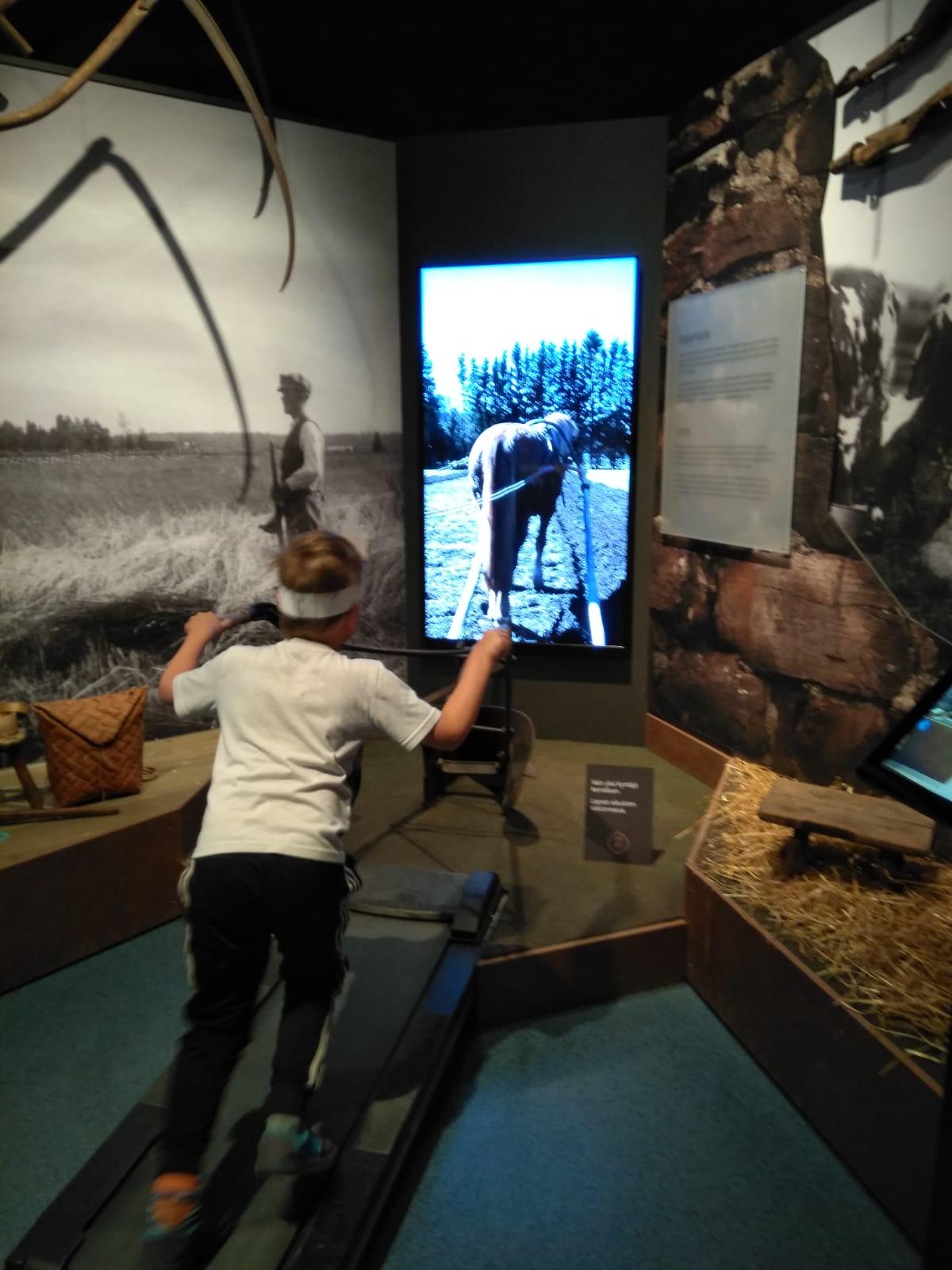Syyslomalla ratkotaan arvoituksia, leikitään ja oleskellaan museossa