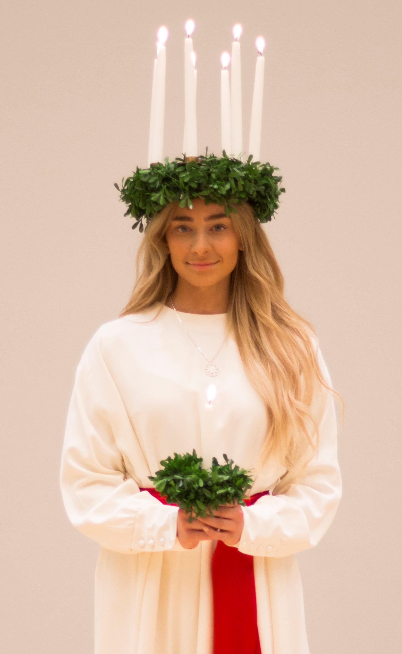 Porin vuoden 2019 Lucia-neidon Sofia Kokkilan kruunaus Keski-Porin kirkossa 13.12. klo. 17:30.